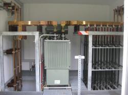 Serienankopplung mit 3-phasigem Einspeisetransformator mit Eisenkern ohne Luftspalt